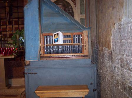 portativ-organ-in-lower-basilica-assisi.jpg