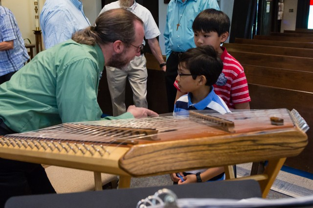 with dulcimer, kids