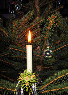220px-Candle_on_Christmas_tree_3